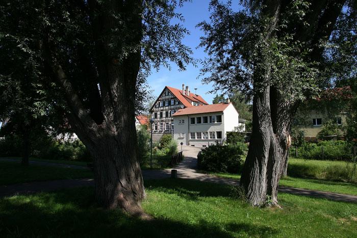 Schulgebäude von Süden