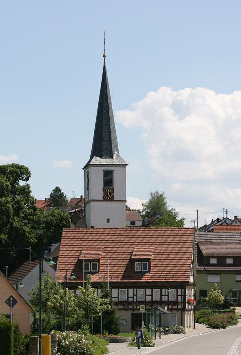 Kirche und Kirchturm