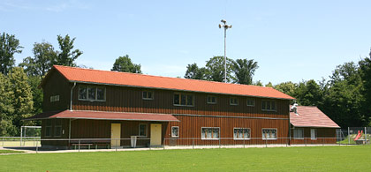 Sportheim mit Rasenplatz